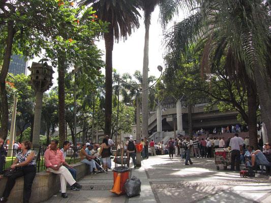 Vor der größten Metrostation Parque Berrio.