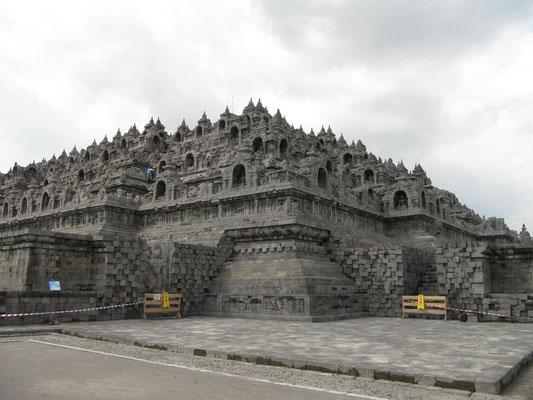 Ein Riesenmops, dieser Borobudur-Tempel.