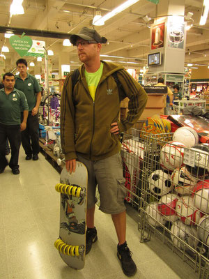Skateboarder mit Tausenfüßler.
