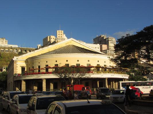 Der Mercado Modelo war ursprünglich der zentrale Sklavenmarkt Nordost Brasiliens und Ankunftspunkt der aus Afrika entführten Menschen.