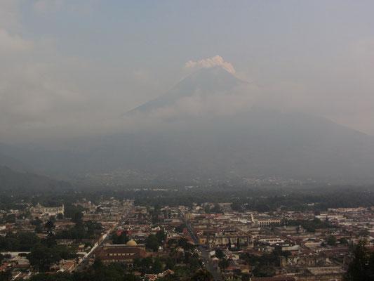 Antigua und der Vulkan.
