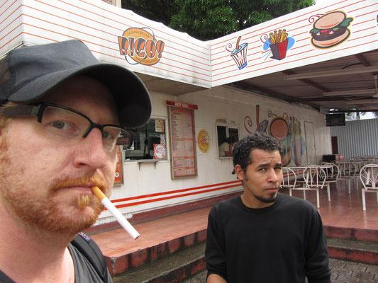 Bigos ist eine einheimische Fastfoodkette. Bigos ist auch relativ teuer, aber zahlt im Gegensatz zu McDonald's & Co wenigstens Steuern.