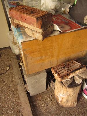 Selbstgebaute Küche im Haus unseres Gastgebers. Strom wird subventioniert und ist (hier) billiger als Gas.