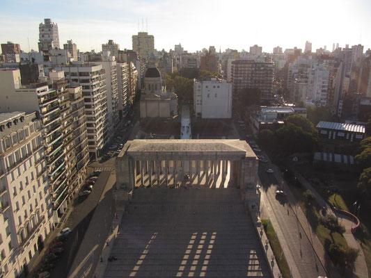 Blick vom Aussichtsturm auf das Monumento Nacional a la Bandera.