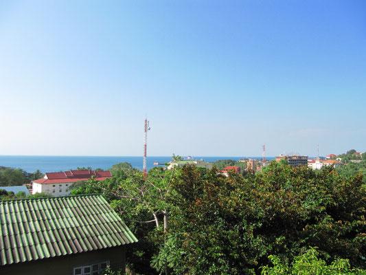 Blick von der Guesthouseterasse auf's Meer.