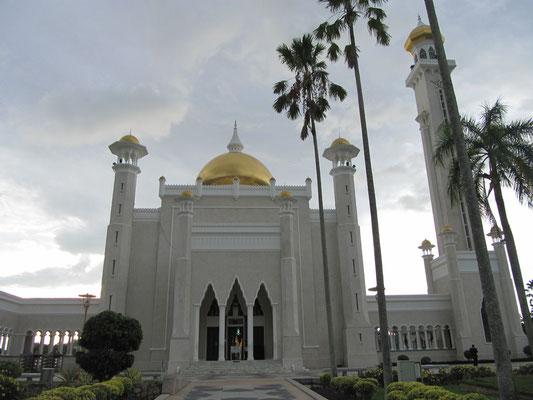 Die Omar-Ali-Saifuddin-Moschee (1958 erbaut).