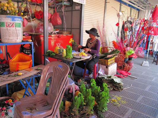 Blumengeschäft vor dem Psar Thmei.
