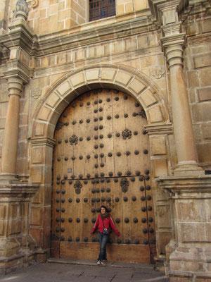 Vor der Kathedrale.