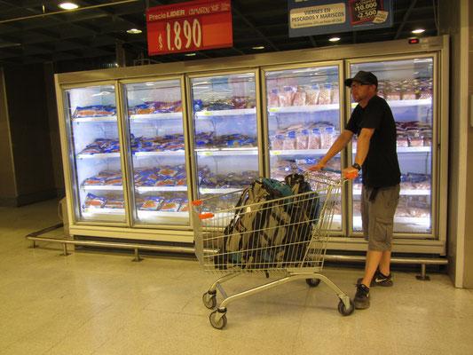 Bis wir unsere Gastgeber treffen können verbringen wir die Zeit im Supermarkt.