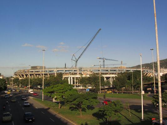 Das sagenumwobende Maracaná-Fussballstadion ist bis 2013 wegen der anstehenden WM im Umbau. Es wurde für die Weltmeisterschaft 1950 erbaut  und ist heute mit einem Fassungsvermögen von rund 92.000 Zuschauern das größte Fußballstadion in Südamerika.
