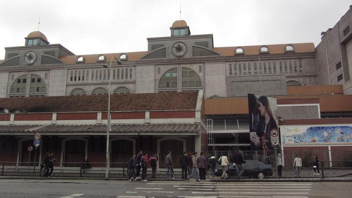 Der ehemalige Bahnhof wurde zu einem riesigen Shopping-Tempel umgebaut.
