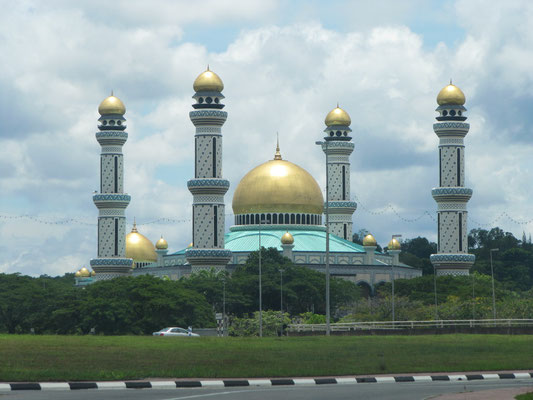 Die Jame'Asr Hassanil Bolkiah Moschee. Bruneis größtes Gebetshaus.