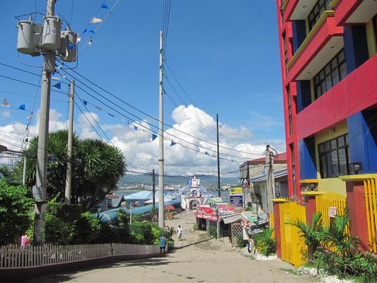 Auf dem Weg zur Fähre von Mactan nach Cebu City.