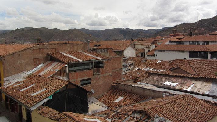 Blick vom Fenster unseres Zimmer auf die Dächer Cuscos.