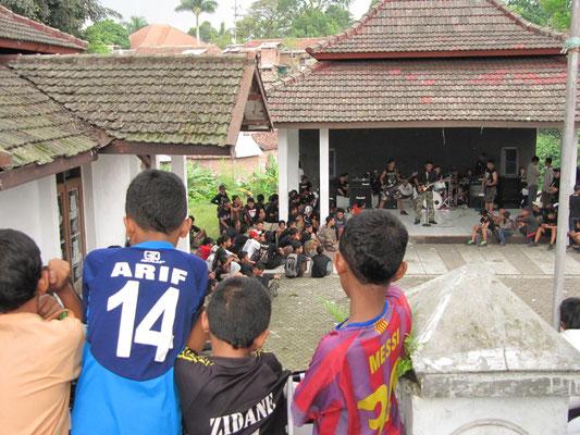 Ein Jugend-Heavy-Metall-Konzert.