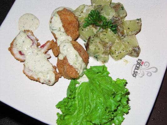 Fisch-Cordon-Bleu-Röllchen mit Sahnekartoffeln.