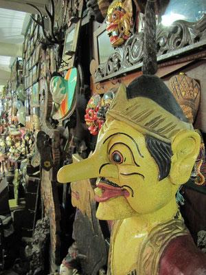 Auf dem Pasar Triwindu, dem bekannten Souvenir- und Antikmarkt.