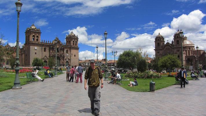 Der Plaza de Armas ist Dreh- und Angelort der Stadt.