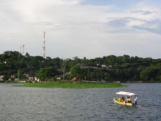 Kleine Insel im See.