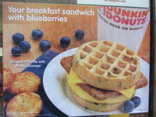 Wer träumt denn nicht von einem saftigen Blaubeerensandwich mit Wurst und Käse zum Frühstück.