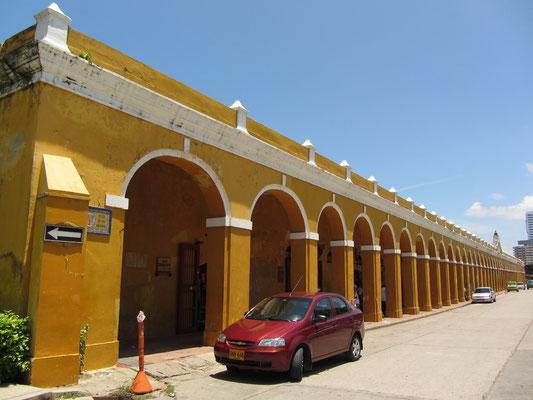Las Bovedas. Früher ein Gefängnis, Waffendepot und Schutzanlage ist bietet Las Bovedas heute Raum für Kunst- und Souvenirgeschäfte.