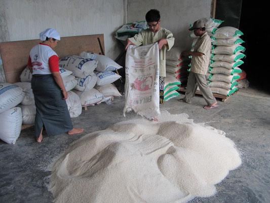 Reisverpackung auf dem Lande.