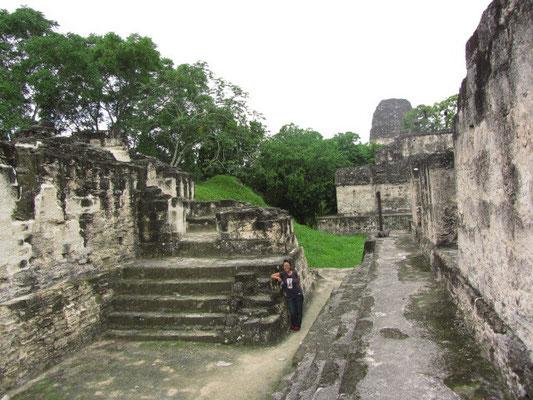 Ruinen der Zentralakropolis. Die Gebäude wurden, so wird angenommen, von der Elite bewohnt. Einige Räume dienten als Tempel.
