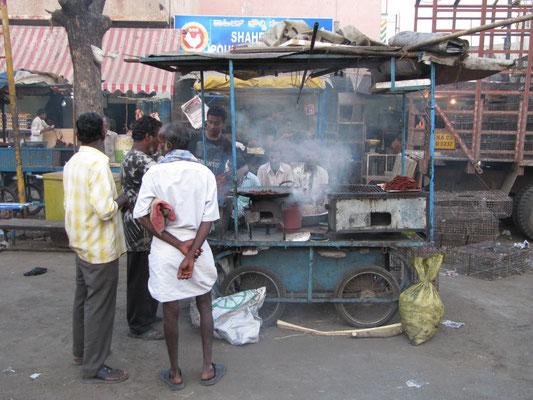 Rindfleischzubereitung auf Indiens Straßen ist irgendwie wie Hundefleisch-Hot-Dogs am Donauufer. Paßt einfach!