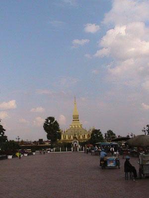 Pha That Luang in Vientiane - Das Nationalsymbol von Laos.