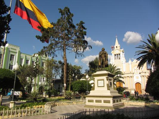 Plaza Cenral mit der Kathedrale im Hintergrund.