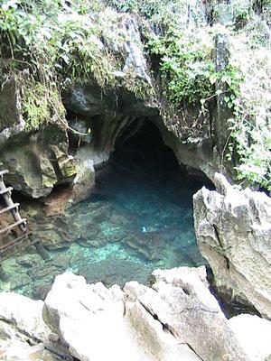 Neben dem Ausgang der Tham Jang Höhle.