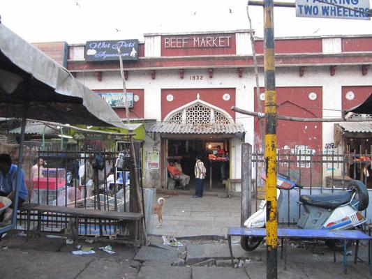 Der Rindfleischmarkt ist übrigens der einzige, den wir je in Indien gesehen haben.