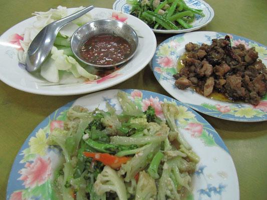 Gemischte, warme, burmesische Platte.