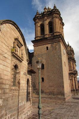 Die Kathedrale von der Seite.