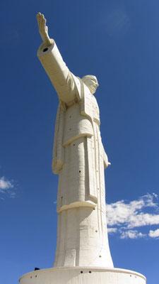 Die Christusstatue ist sogar größer als sein Vorbild in Rio de Janeiro.
