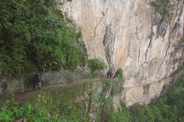 Dieser Überweg stellte früher einen zweiten Eingang nach Machu Picchu dar.