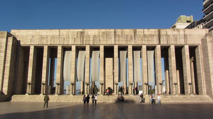 """Das """"Monument der Fahne"""" aus den 1950er Jahren ist ein protziger Monumentalbau zur Erinnerung, dass in Rosario die argentinische Flagge erfunden wurde."""