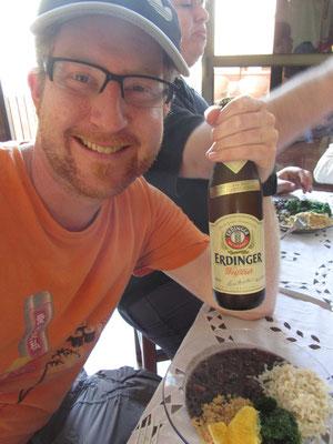 Sebastians deutsche Staatsangehörigkeit priviligiert ihn zum Konsum eines, in Brasilien 5€ teuren, Erdinger Weissbiers.