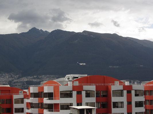 Anflug in den Anden auf  Flughafen der ecuadorianischen Hauptstadt.
