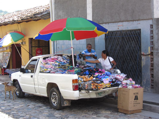 Fliegender Sandalenverkäufer.