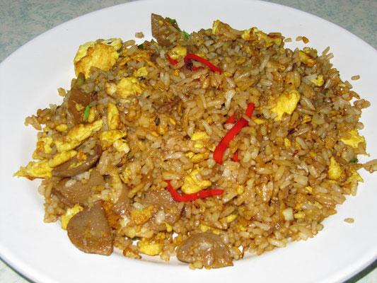 Nasi Goreng Bakso (Bakso = leckere Fleischbällchen, die irgendeine Verwendung in 70% aller indonesischen Gerichte finden).