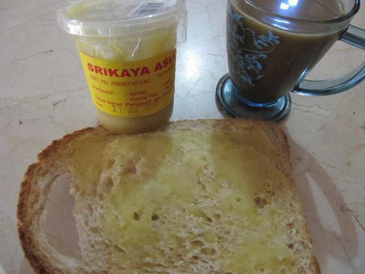 Toast mit Kaya (Kokosnussaufstrich).