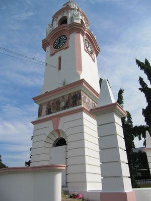 Der Birch Memorial Clock Tower.