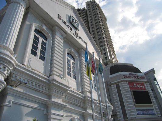 Das Birch House & der Penang Times Square.