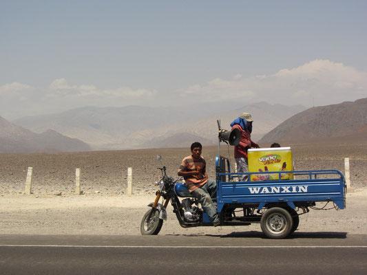 Eisverkäufer in der Wüste.
