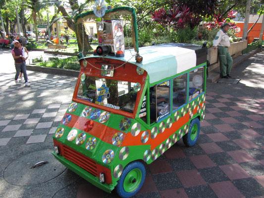 Kunstwerk oder Freaktum? (Parque Bolivar)