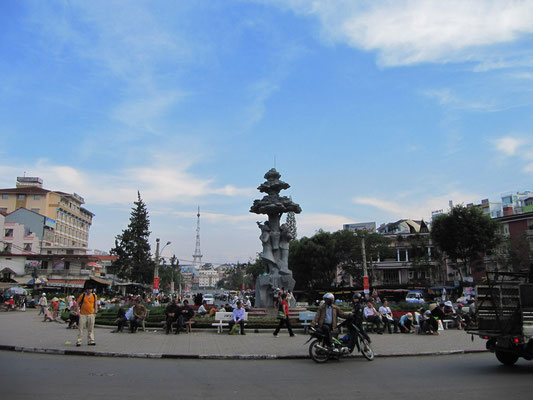 Hoa Binh Platz.