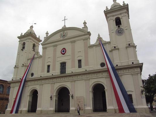 Catedral Metropolitana: Grundsteinlegung war im 17. Jahrhundert. Der sehr schlichte Aufbau wurde im 19. Jahrhundert ergänzt.