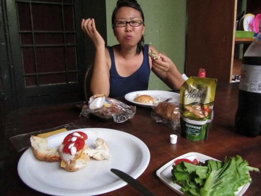 Beim Essen in Gästehaus.