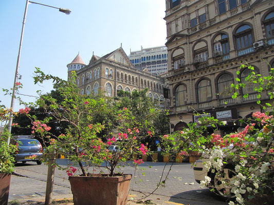 In Colaba. Ende des 17. Jahrhunderts war Colaba eine von mehreren Inseln, die sich zu dem am südlichsten Punkt von Mumbai stehenden Leuchtturm hin erstreckte.